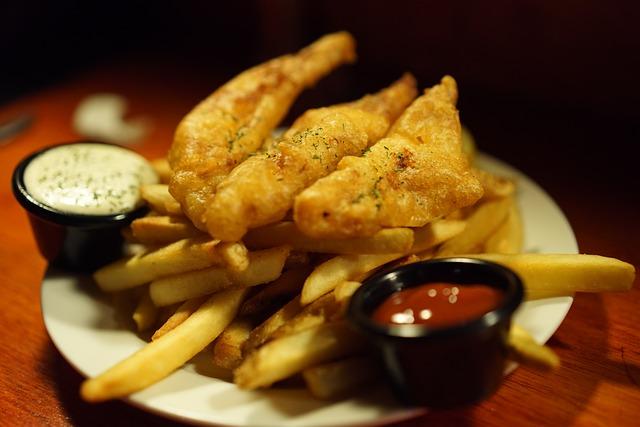 Fish and Chips, tipico street food di Dublino, consigliato per una pausa pranzo veloce in vacanza
